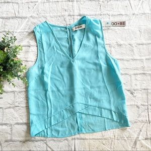 Do + Be New icey blue crop blouse small